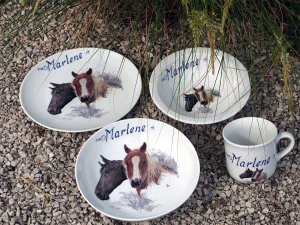 Kindergeschirr Porzellan Set mit Becher, Teller, Schale und Müslischüssel mit Haflinger und Rappe